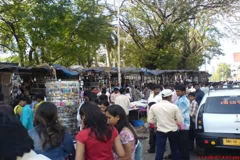 Bandra Linking Road Street Shopping Experience - Mumbai Suburban