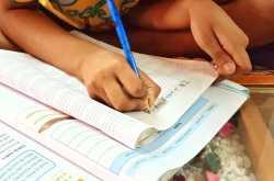 बाल कविता: नीली पेंसिल, पीली पेंसिल