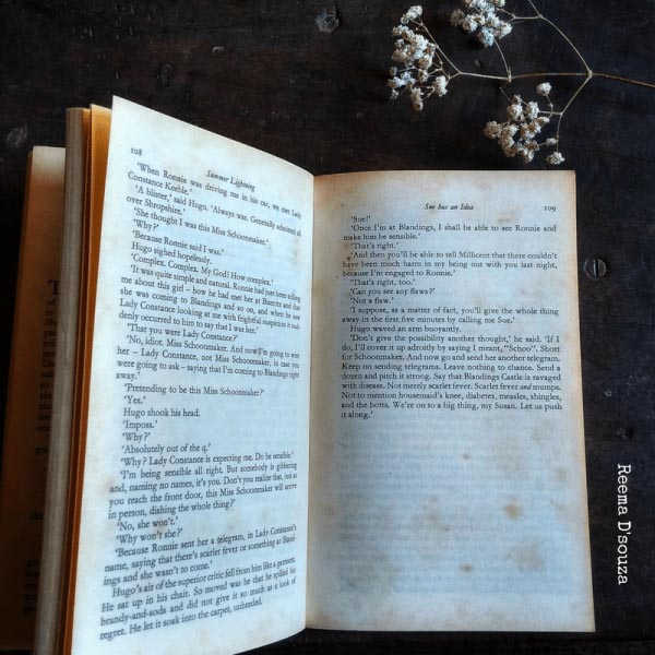 #AtoZChallenge : Vellichor - The Write World