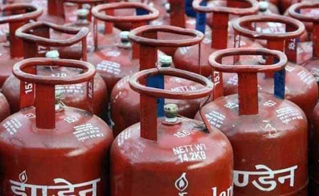 गैस सिलेंडर की क़ीमत में कमी के नाम पर जनता को ठगा जा रहा है   #Sifar