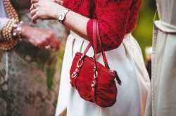 10 things you should have in your purse