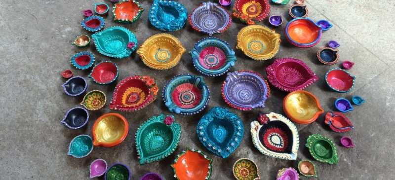 20+ Ideas For Hand Painted Diyas This Festival