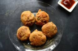 batata vada   street food of maharastra