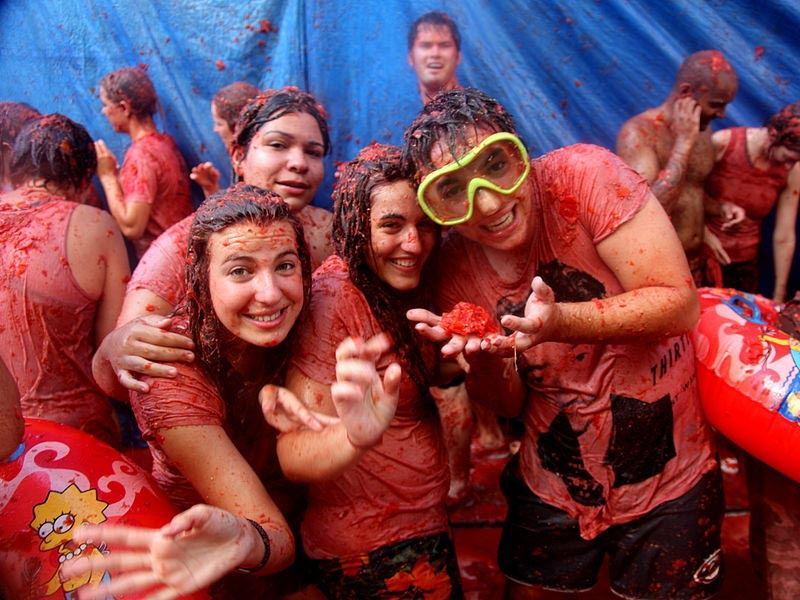 Be Childish And Wilder For An Hour At La Tomatina- ClickandFab