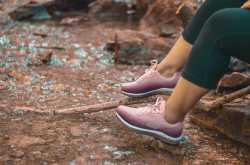 canadian summer hiking with skechers - thatneongirl