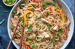 Chicken Hakka Noodles - An Indo Chinese Chicken Noodles Recipe