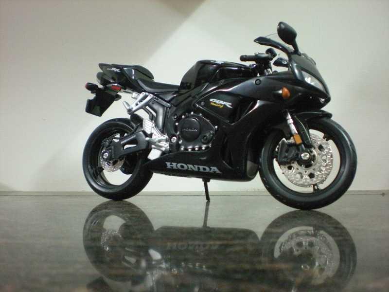 Honda CBR 1000RR - 1:12 (Maisto)