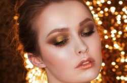 How To Do Your Makeup This Christmas
