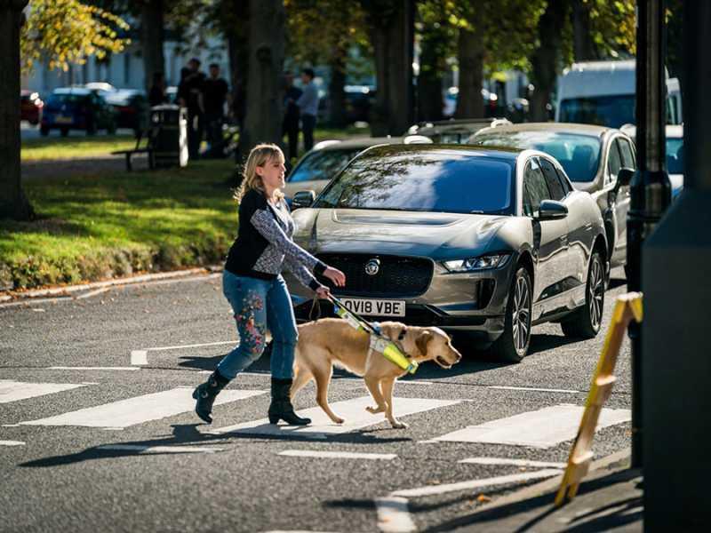 Jaguar I-Pace EV Alerts Pedestrians By Adding Noise Through AVAS
