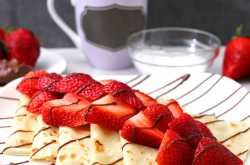strawberry nutella crepes - cook with kushi