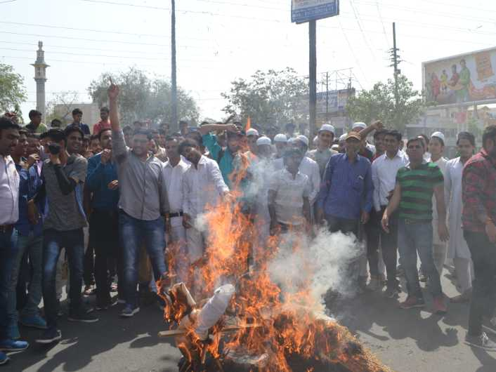 Sachin Fans Burn His Effigies After He Praises Kohli For His Performance