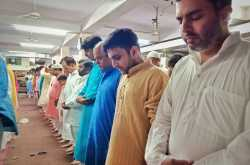 Shia And Sunni Muslims Come Together To Offer Namaz On Eid-Ul-Fitr