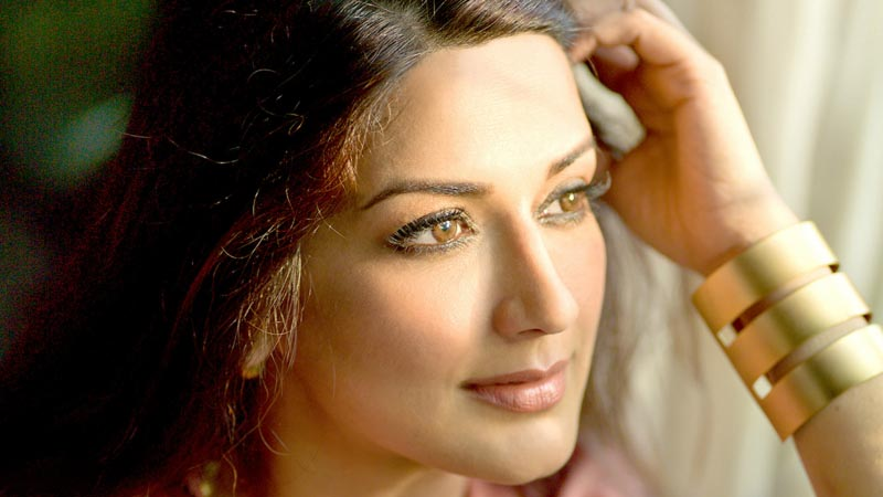 Sonali Bendre Cancer Diagnosis & Celebrities Riposte On This Shocking News
