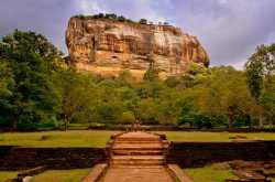 travel guide to sigiriya lion rock : a palace in the clouds