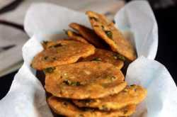 Whole Wheat Methi Mathri(Fenugreek Crisps)