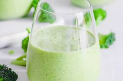 Broccoli Smoothie Recipe With Banana (Vegan Option!)