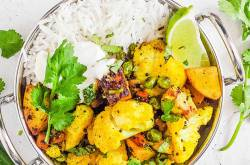 Cauliflower Sabji Recipe (Aloo Gobi Sabzi) | The Picky Eater