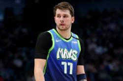 Doncic Lifts Mavericks, Hawks End San Antonio Wait
