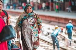 Street Style From New Delhi Railway Station #EyesForStreetStyle #NDLS #NAINAxTVoF | | Naina.co