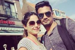 These PHOTOS of Hina Khan & beau Rocky Jaiswal during Durga Puja make us believe in true love