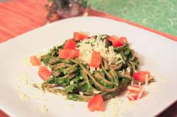Whole Wheat Linguine with Spinach Herb Pesto - The Picky Eater